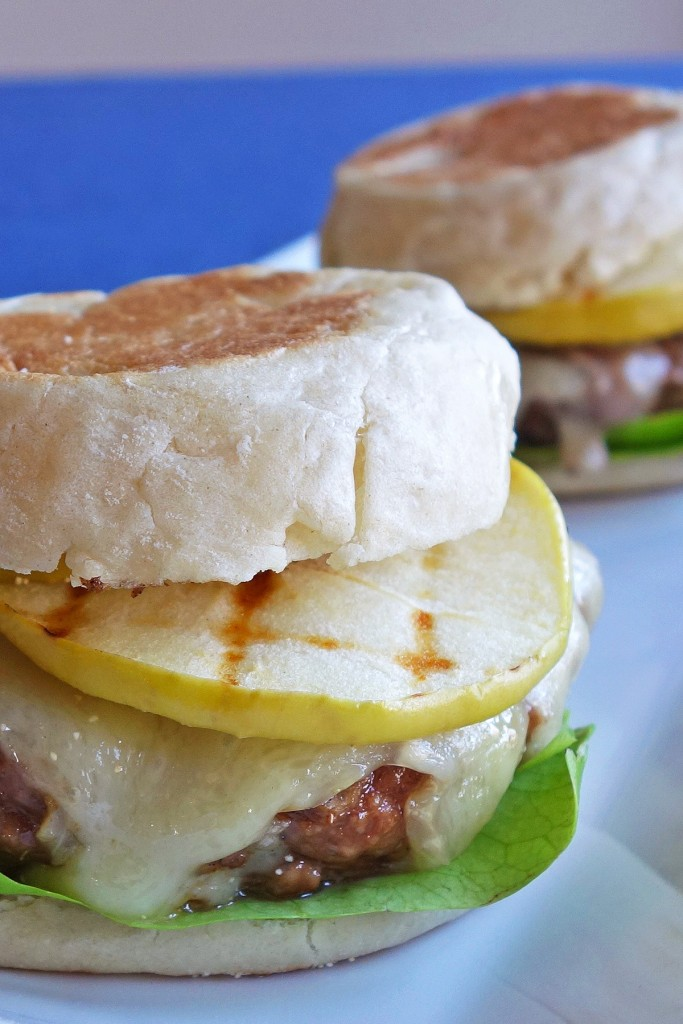 Burger with Brie and Green Apples   burgerartist.com